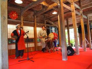 琉球村內表演